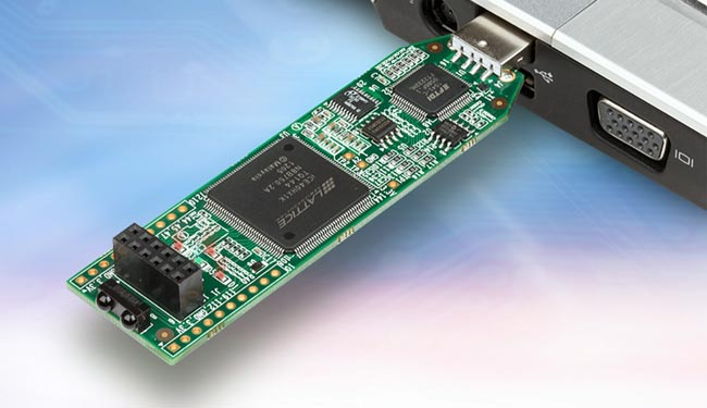 Kit de evaluación FPGA Plug-In-&-Go USB